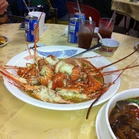 Photo taken at Kian Seng Seafood Restaurant 建成海鲜馆 by Anson O. on 7/13/2012