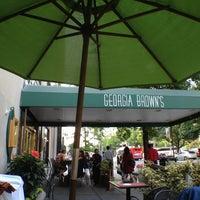 Das Foto wurde bei Georgia Brown's von Monika M. am 5/16/2012 aufgenommen