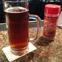 Photo taken at Red Robin Gourmet Burgers by Belynda T. on 8/11/2012