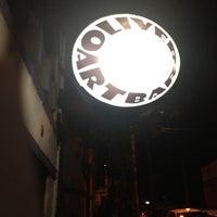 Foto scattata a Oliver Art Bar da Madson A. il 9/1/2012