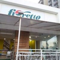Foto tirada no(a) Fioretto por Manu em 8/19/2012