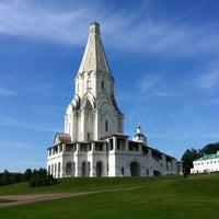 Das Foto wurde bei Набережная в Коломенском von Ruslan D. am 7/25/2012 aufgenommen