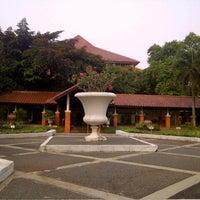 Photo taken at Fakultas Hukum by Ratih Indah S. on 7/28/2012