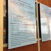 Photo taken at Kantor Imigrasi Kelas I Bandung by Pongky on 4/8/2012
