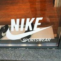 4/28/2012 tarihinde Michael C.ziyaretçi tarafından Nike'de çekilen fotoğraf