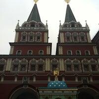 Снимок сделан в Площадь Революции пользователем Juliya G. 5/9/2012