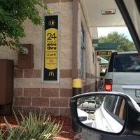 Foto tirada no(a) McDonald's por Stephen K. em 6/11/2012