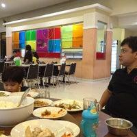 Photo taken at Restoran Sederhana by Ajeng R. on 7/16/2012