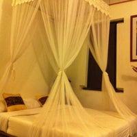 Photo taken at Ruean Thai Hotel Sukhothai by Chai I. on 4/14/2012