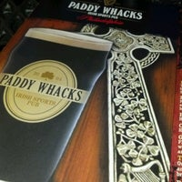 Foto tomada en Paddy Whacks Irish Sports Pub  por Mona C. el 7/1/2012
