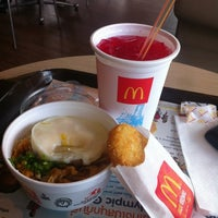 Photo taken at McDonald's & McCafé by Miewky P. on 4/19/2012