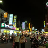 Photo taken at 石牌夜市 Shipai Nightmarket by Ivana L. on 8/4/2012