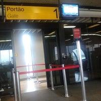 Photo taken at Portão 1 by Dalton on 4/21/2012