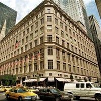 Foto tirada no(a) Saks Fifth Avenue por BKK_FLYER em 8/29/2012