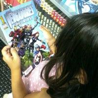 Foto diambil di Comic Stores oleh devuelta pada 9/7/2012