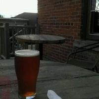 Foto tirada no(a) Angry Minnow Restaurant & Brewery por Jon P. em 3/24/2012