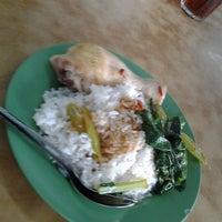 Photo taken at Restoran Peng Chu 枫味美食中心 by praba _. on 6/18/2012