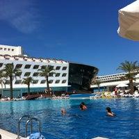 Photo taken at Queen Elizabeth Elite Suite Hotel by Engin on 4/23/2012