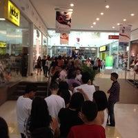 Foto tirada no(a) Shopping Grande Rio por Heitor R. em 7/25/2012