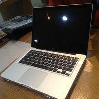 2/9/2012にMoffian S.がEMAX Apple Storeで撮った写真
