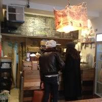 Foto tomada en Piccolo Cafe por Elizabeth T. el 2/19/2012