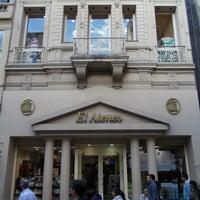 Foto tirada no(a) El Ateneo por Ricky d. em 4/2/2012