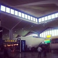 Das Foto wurde bei Newark AirTrain - Terminal A von Caroline T. am 8/28/2012 aufgenommen