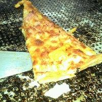 Foto tirada no(a) Pizza Hut por Pauline C. em 7/10/2012