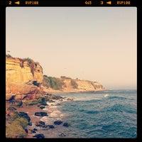 Foto tirada no(a) Praia de São Pedro do Estoril por Mário L. em 6/27/2012
