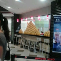 Photo taken at Burger King by Fabricio M. on 2/24/2012