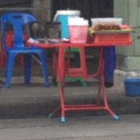 Photo taken at หมูปิ้งปากซอย 7 by Patchara K. on 6/20/2012