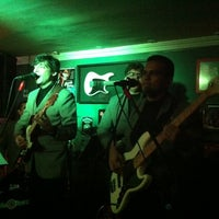 Photo taken at Old School Rock Bar by Mimiziquita on 8/15/2012