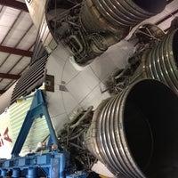 7/13/2012 tarihinde Katie G.ziyaretçi tarafından Rocket Park (NASA Saturn V Rocket)'de çekilen fotoğraf