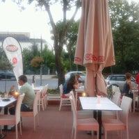 8/10/2012 tarihinde Serkan K.ziyaretçi tarafından Olivia's Pizzeria'de çekilen fotoğraf