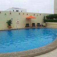 Photo taken at Swimming Pool @ Dusit D2 Hotel by Krit P. on 8/19/2012