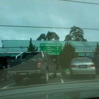 Photo taken at Pusat Perniagaan Peladang Temudok by Yazmi M. on 7/6/2012