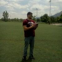 Foto tomada en Kittredge Fields por Jon R. el 5/25/2012