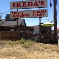 Foto scattata a Ikeda's California Country Market da Joy J. il 7/27/2012