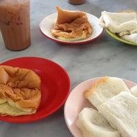 Photo taken at Nan yang coffee shop by Akram on 9/2/2012
