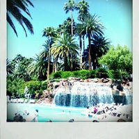 Photo prise au The Mirage Pool & Cabanas par Alison M. le3/30/2012