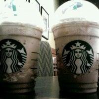 Снимок сделан в Starbucks пользователем Sandra S. 4/14/2012