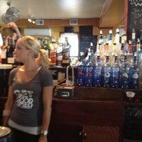 Das Foto wurde bei Guppy's Good Times von Kai C. am 6/21/2012 aufgenommen