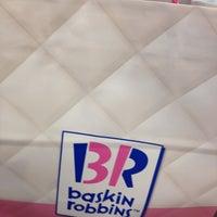 Photo taken at Baskin Robbins 31 by 성갑 오. on 3/11/2012