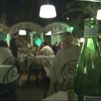 Foto scattata a Villa Verde Ristorante da Ebru D. il 8/19/2012