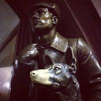Снимок сделан в Площадь Революции пользователем Nina D. 9/12/2012