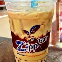 Photo taken at Zipp Bar by Khun ⒶⓄⓂ  ♩♪♫ on 7/26/2012