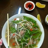 Photo taken at Yen's Vietnamese Restaurant by Amit K. on 5/10/2012