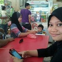 Photo taken at Restoran Ibrahim Maju by AzreeN_XVII on 5/27/2012