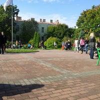 Снимок сделан в Университетский дворик пользователем Lena I. 9/11/2012