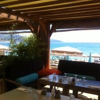 Photo taken at Café Est 83 Siesta Beach by Ornella H. on 7/11/2012